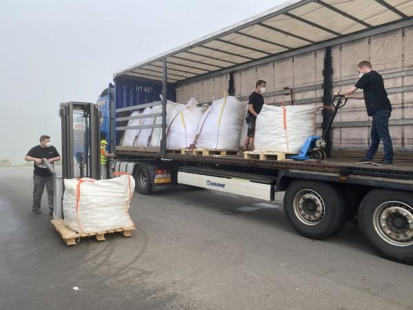 Hilfeleistung für rumänischen LKW-Fahrer in Notlage